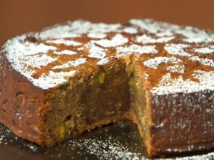 Date, Pistachio and Cardamom Cake by Aarti Sequeira. (All about Cardamon by Faim d'épices - Marrakech)