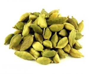 Green Cardamom Pods - Organically Sourced. (All about Cardamon by Faim d'épices - Marrakech)